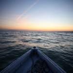Csendes hegyi tavon ring a csónakom