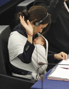 EU-s parlamenti képviselőnő Mikorra időzítsük a munkába visszatérést?