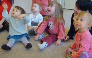 a gyermekek ösztönösen nyitottak, számukra természetes az elfogadás