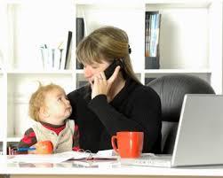 otthonról dolgozó anya
