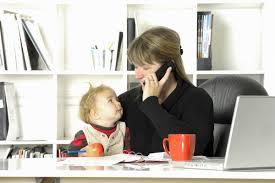 otthonról dolgozik az anyaság alatt